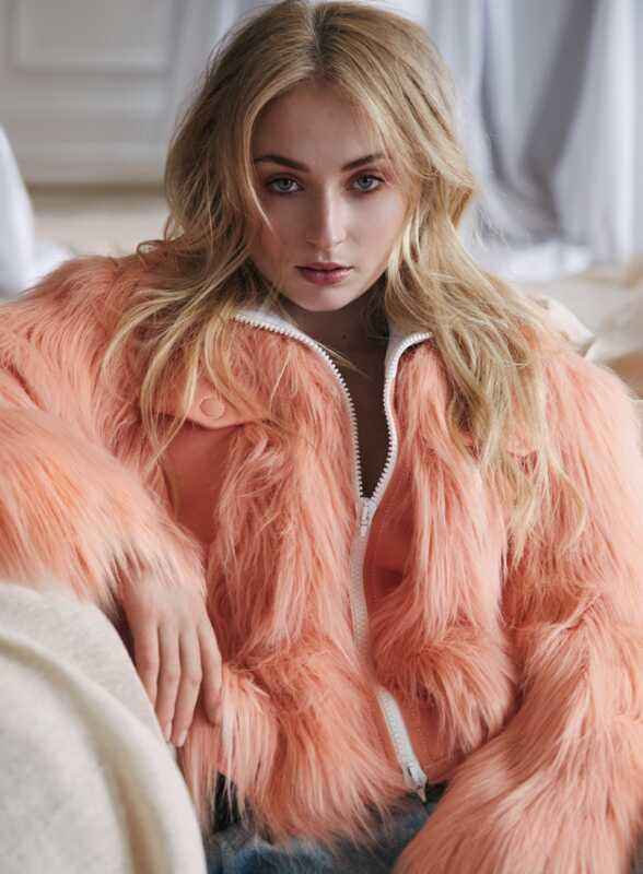 Sophie Turner je Marie Claires august issue cover star